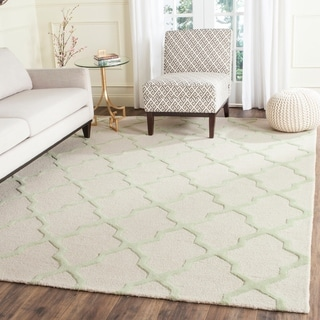 Safavieh Handmade Cambridge Ivory/ Light Green Wool Rug (9' x 12')