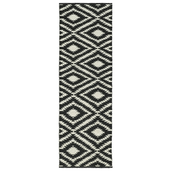 Indoor/Outdoor Laguna Black and Ivory Ikat Flat-Weave Rug (2'0 x 6'0)