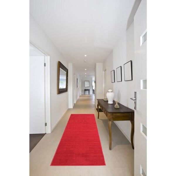 "Red Aisle Hallway Runner Rug (20"" x 59"")"