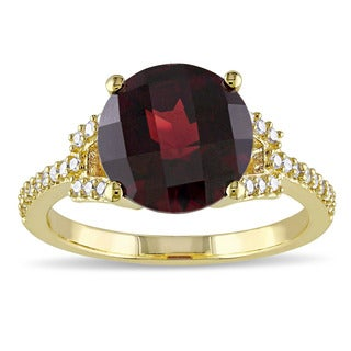 Miadora Signature Collection 10k Yellow Gold Garnet and 1/6ct TDW Diamond Cocktail Ring (G-H, I2-I3)