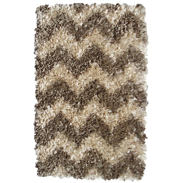 Shaggy Raggy Natural Chevron Rug (4.7' x 7.7')