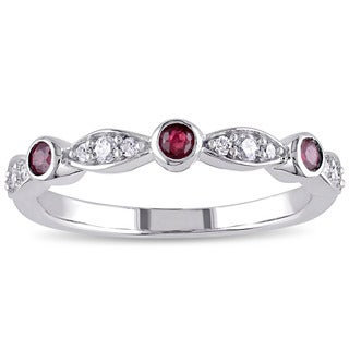 Miadora 10k White Gold Ruby and 1/6ct TDW Diamond Anniversary Ring (G-H, I2-I3)