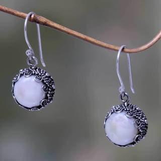 Sterling Silver 'Sanur Moon' Pearl Earrings (10 mm) (Indonesia)