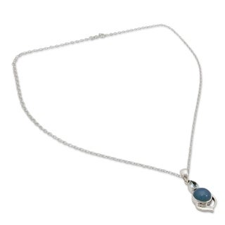 Sterling Silver 'Modern Romance' Topaz Chalcedony Necklace (India)