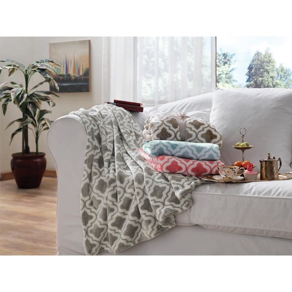 Brielle Quatrefoil Fleece Throw