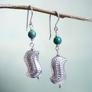 Handcrafted Sterling Silver 'Sipan Peanut' Malachite Earrings (Peru)