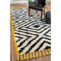 nuLOOM Handmade Plush and Soft Moroccan Chevron Shag Ivory Rug (7'6 x 9'6)