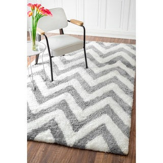 nuLOOM Handmade Cozy Soft and Plush Chevron Shag Grey Rug (8'6 x 11'6)
