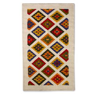Handcrafted Wool 'Flowers' Rug 3.5 x 5 (Mexico)