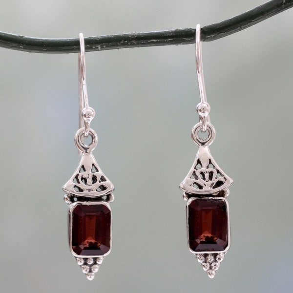 Handcrafted Sterling Silver 'Red Lantern' Garnet Earrings (India)