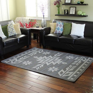 Bahamas Southwestern Design Grey Indoor/Outdoor Area Rug (5' x 7')