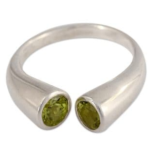 Handcrafted Sterling Silver 'Face To Face' Peridot Ring (India)
