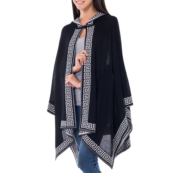 Handcrafted Alpaca 'Inca Black' Hooded Ruana (Peru)