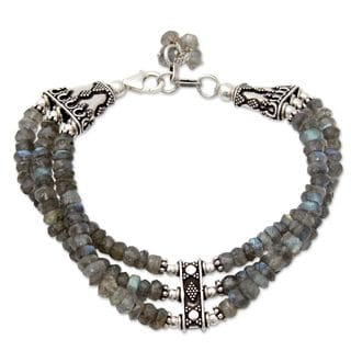 Handcrafted Sterling Silver Mystery of Love Green/Grey Labradorite Bracelet (India)