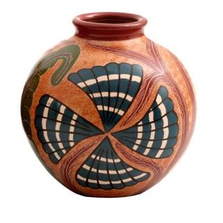 Nicaraguan Pottery Seashell Vase (Nicaragua)