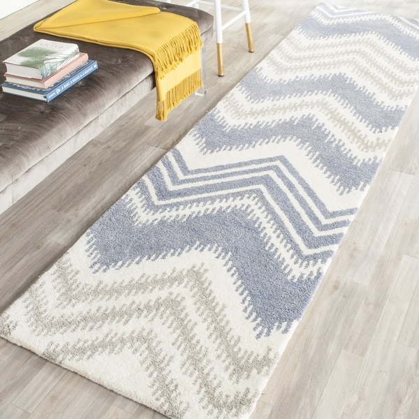 Safavieh Hand-Tufted Capri Blue/ Ivory Wool Rug (2'3 x 9')