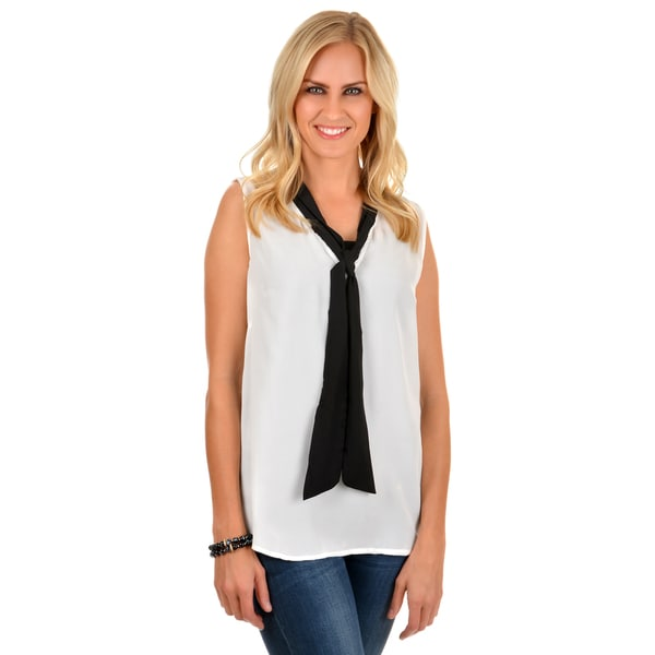 Journee Collection Women's Sleeveless Tie Front Blouse