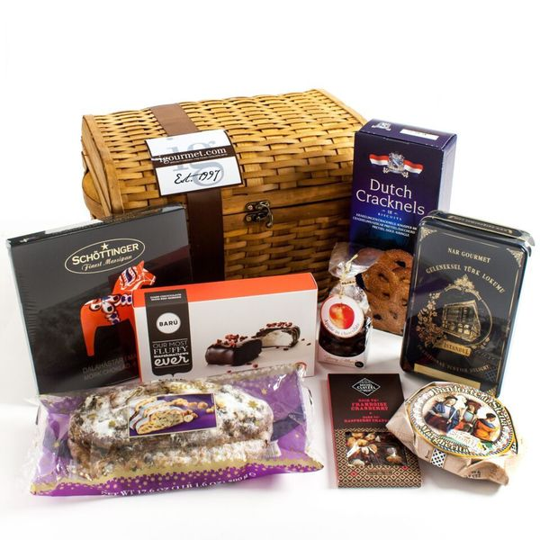 Igourmet International Holiday Sweets Gift Chest