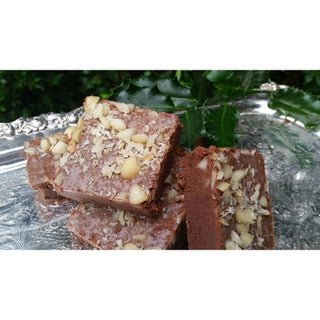 Mama Smith's Homemade Gourmet Macadamia Nut Fudge (2.5 Pounds)