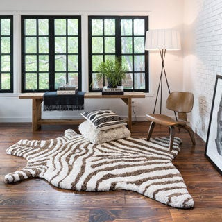Hand-tufted Kingdom Faux Zebra Shag Rug (3'6 x 5'6)