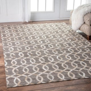 nuLOOM Handmade Modern Linked Trellis Leather/ Viscose Beige Rug (5' x 8')
