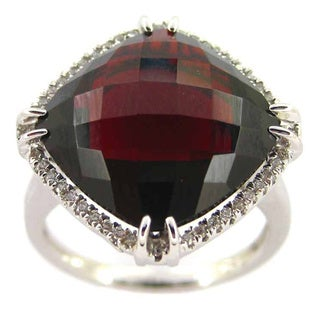 Kabella 14k White Gold Garnet and 1/7ct TDW Diamond Halo Ring (G-H, SI2-SI3)