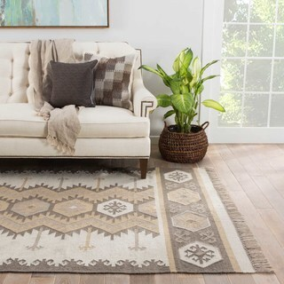 Indoor/ Outdoor Tribal Pattern Ivory/Neutral Polyester Area Rug (5' x 8')