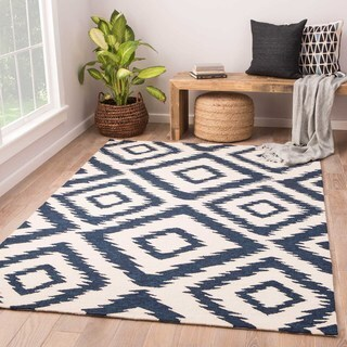 Indoor/Outdoor Tribal Pattern Ivory/Blue Polyester Area Rug (5' x 7'6)