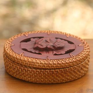 Handcrafted Natural Fiber 'Waiting Frog' Decorative Box (Indonesia)