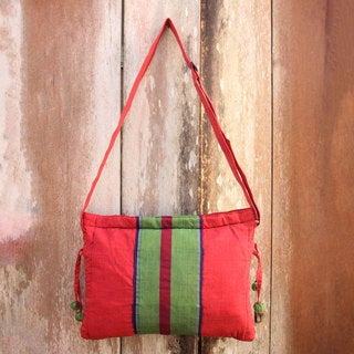 Handcrafted Cotton 'Parangtritis Red' Sling Bag (Indonesia)