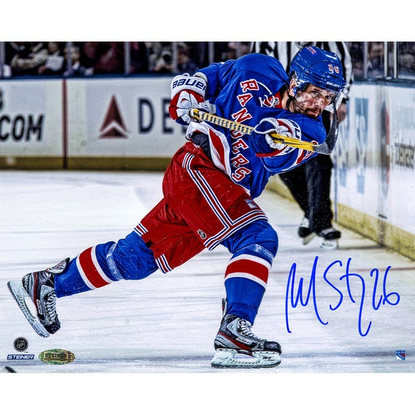 Martin St. Louis Signed Follow Through 8x10
