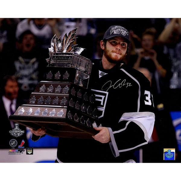 Jonathan Quick Signed Conn Smythe Trophy Horizontal 16x20 Photo (Jonathan Quick Holo) 17298366