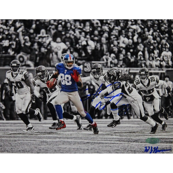 Hakeem Nicks Signed Catch and Run vs Falcons Horizontal B&W with Color Accents 8x10 Photo 17300000