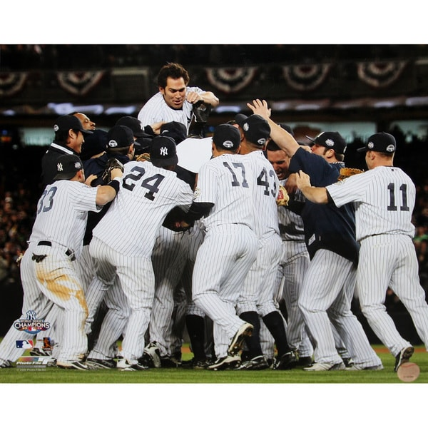 New York Yankees 2009 World Series Clincher Team Celebration Horizontal 8x10 Photo uns (Getty # 92776196)