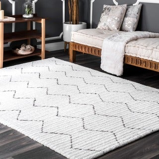 nuLOOM Handmade Moroccan Trellis Striped White Rug (4' x 6')