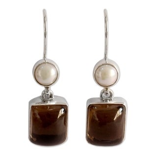 Sterling Silver 'Bangalore Glam' Pearl Quartz Earrings (5 mm) (India)