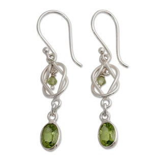 Handcrafted Sterling Silver 'Lime Knot' Peridot Earrings (India)