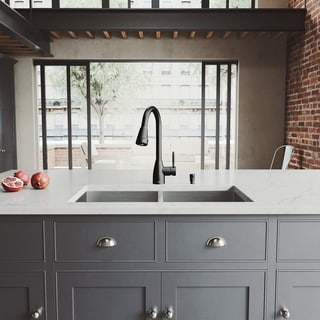 VIGO All-in-One 32-inch Stainless Steel Undermount Kitchen Sink and Graham Matte Black Faucet Set