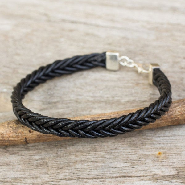 Handcrafted Leather 'Assertive in Black' Bracelet (Thailand)