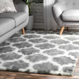 nuLOOM Cozy Soft and Plush Faux Sheepskin Trellis Shag Kids Nursery Grey Rug (4' x 6')