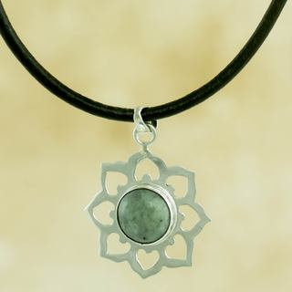 Handcrafted Sterling Silver 'Apple Blossom' Jade Necklace (Guatemala)