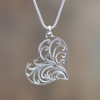 Handcrafted Sterling Silver 'Lace Valentine' Necklace (Peru)