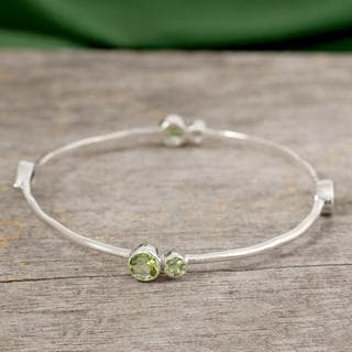 Handcrafted Sterling Silver 'Tango' Peridot Bracelet (India)
