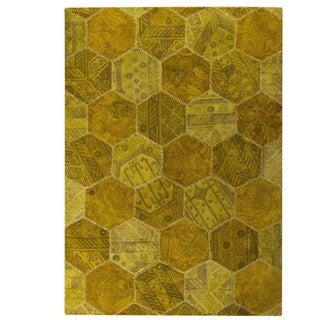Hand-tufted Indo Honey Comb Gold Rug (7'10 x 9'10)
