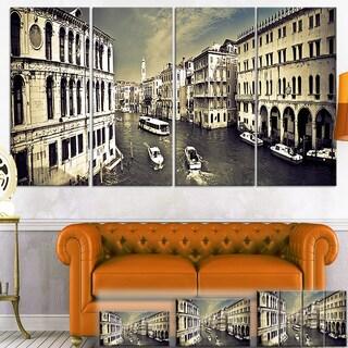 Designart 'Venice Cityscape' Photography Canvas Art Print