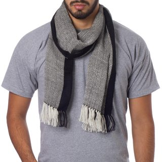Handcrafted Men's Alpaca 'Solidarity in Black and White' Scarf (Peru)