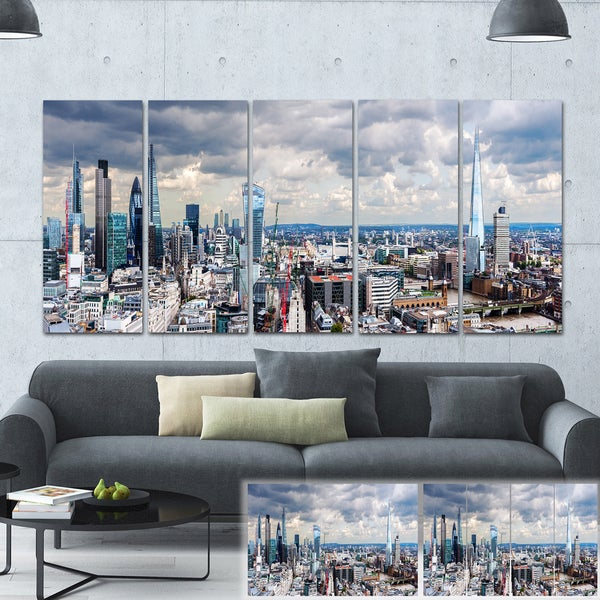 Designart 'City of London Cityscape' Photo Canvas Art Print