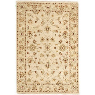 Hand-knotted with Agra Design Area Rug (4' 5 x 6' 5)