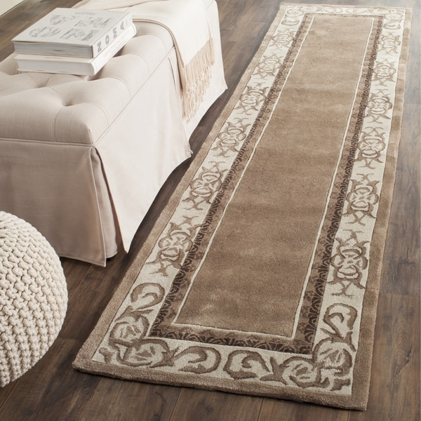 Safavieh Hand-hooked Total Perform Mocha/ Ivory Acrylic Rug (2' 3 x 9')