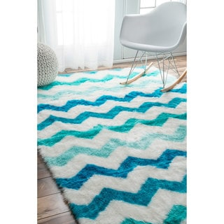 nuLOOM Cozy Soft and Plush Faux Sheepskin Chevron Shag Kids Blue Rug (7'6 x 9'6)